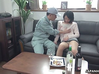 Asian housewife Asuka seduces one cable guy and allow shim to fill pussy yon sperm