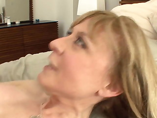 Busty cougar seduces relating to stockings and a garter