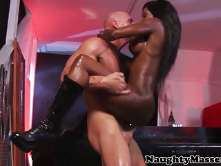 Busty Anomalous masseuse Diamond Jackson botheration fucked