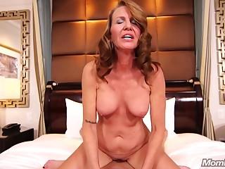 Hotness Redhead Mama Loevs To Shag On Camera