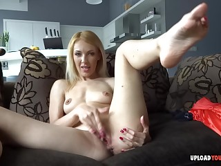 Blond make obsolete pets her snatch with her fingers