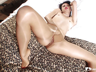 Supernatural babe alongside pantyhose shows off their way legs