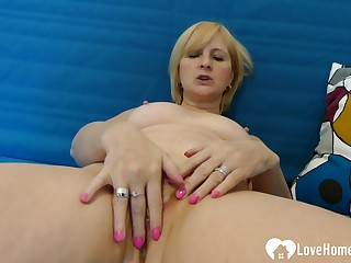 Luscious MILF really enjoys masturbating