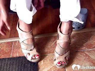 Sensational MILF hot foot fetish