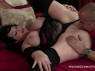 Bare-ass man screwed gorgeous BBW on the bed