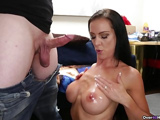Expert cock-stroking MILF Texas Patti gives the sexiest handjob