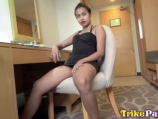 Filipina floosie Wendy gives a blowjob and gets fucked doggy style