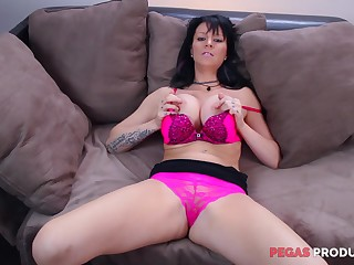 Unclear babe Peaches Gold has sexy POV sucking dialed with reference to